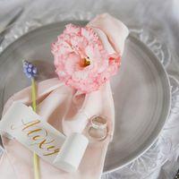 декор салфеток, свадебная полиграфия, каллиграфия, свадебная сервировка, розовые салфетки, шелковые салфетки