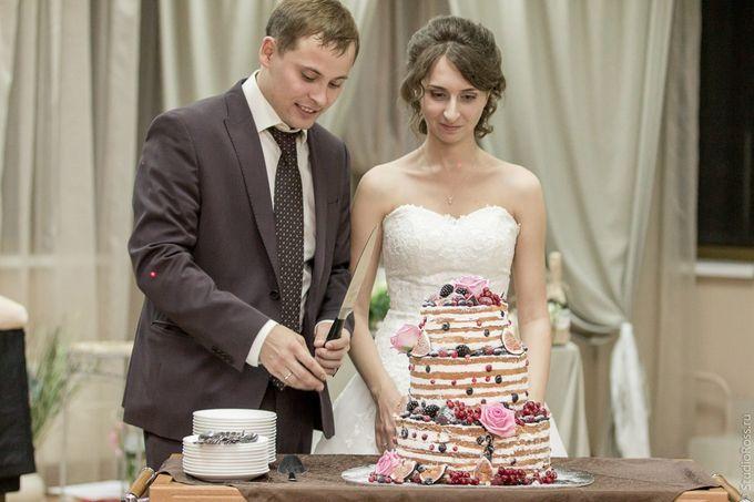 Свадебный торт, пик сезона - голый торт
