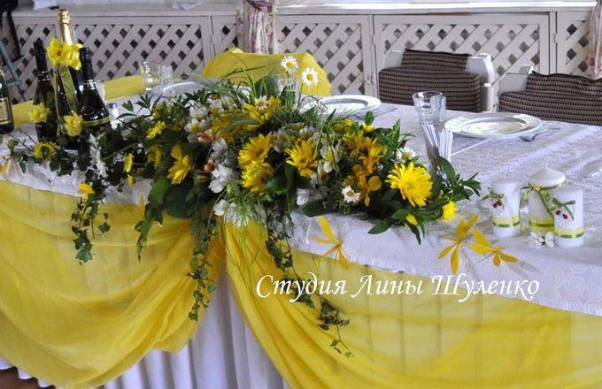 Желтая свадьба в Крыму.Оформление свадебного зала живыми цветами. Флористический свадебный декор в Симферополе.