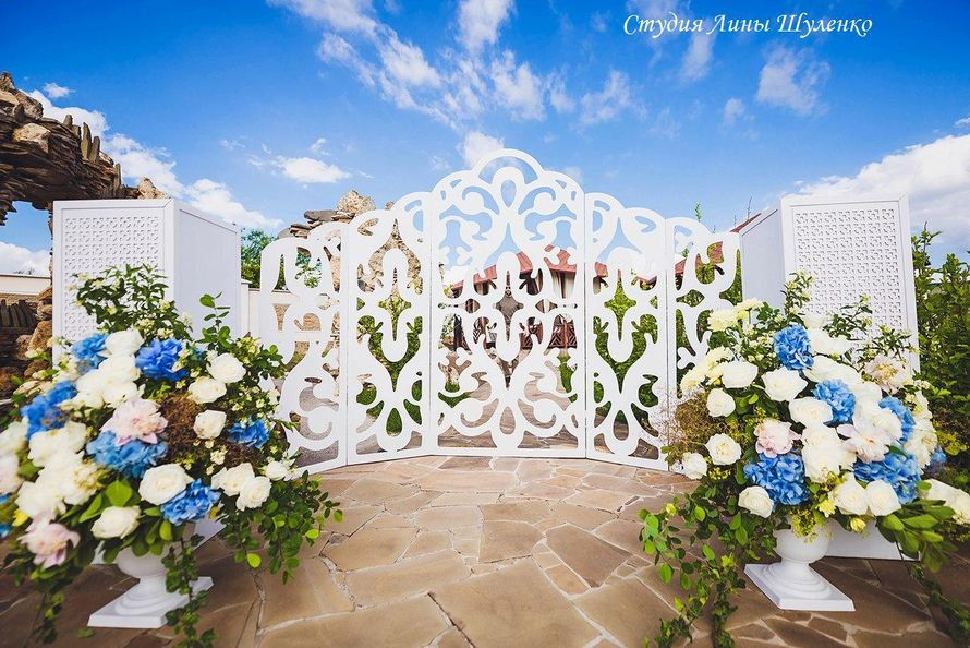 Бело-голубая свадьба в Симферополе. Выездная регистрация в Крыму. - фото 17700444 Флористическая студия Лины Шуленко