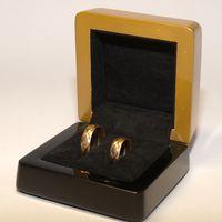 Золотисто-чёрная коробочка для колец