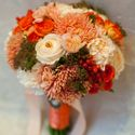 Оранжевый букет невесты из роз, гвоздик и астр