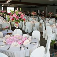 Бело-розовое оформление свадебного зала