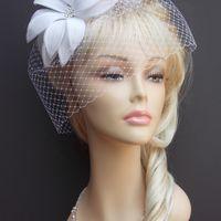 Свадебная вуалетка с белоснежным фантазийным цветком