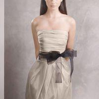 Каждое платье White by Vera Wang представлено в нескольких цветовых вариантах , пишите ответим на все вопросы.