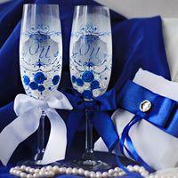 Подушечка для колец и бокалы в сине-белых тонах