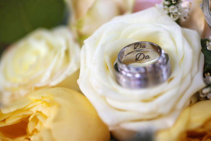Картинка белые розы с обручальным кольцом