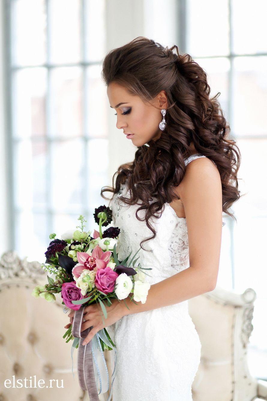 Прически на свадьбу с диадемой и фатой и локонами