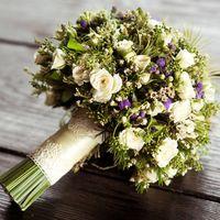Свадебный букет из садовых цветов и суккулентов в прованском стиле