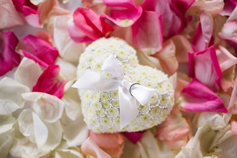 Подушечка-сердце для колец из цветов герберы - фото 1770509 АртБукет - флористика и оформление