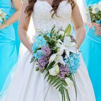 Букет невесты и букеты подружек невесты из лилий, сирени, гортензий и зелени