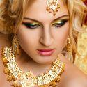 Прическа для длинных волос, золотые урашения в восточном стиле. Макияж невесты в восточном стиле.