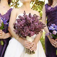 Букеты невесты и подружек невесты из сирени и ирисов