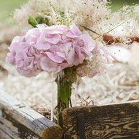 Букет невесты из гортензий и веточек котинуса в розовых тонах