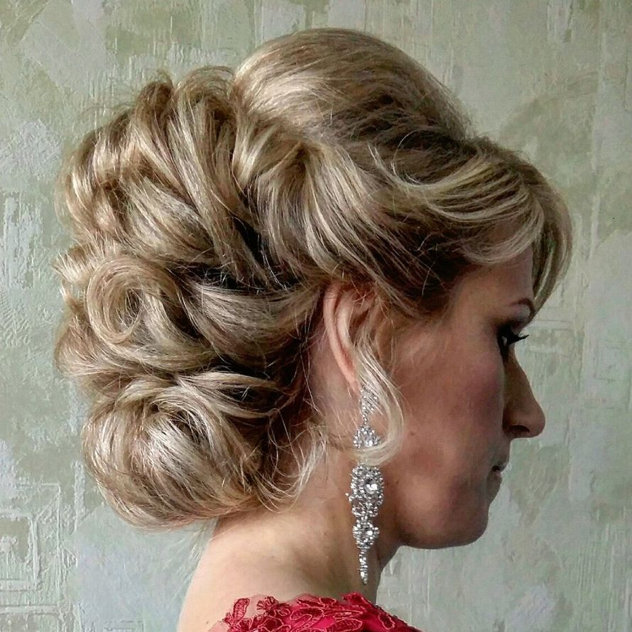 Прическа волосы убранные назад фото
