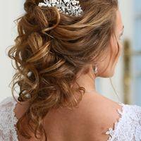 Свадебная прическа на средние волосы.