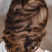 Моя авторская свадебная прическа небрежный низкий пучок на длинные волосы.