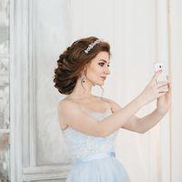 Свадебный образ с низкой прической на длинные волосы
