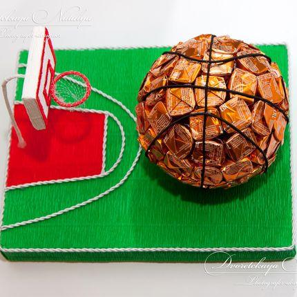 Баскетбольный мяч из конфет