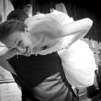 Как настоящий мужчина, Оскар не задавал ЕЙ много вопросов: просто закинул на плечо и унес.... на фото: Оскар и Инна