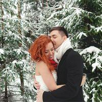 Свадебная фотосессия зимой в лесу, на природе. Красно-белый цвет свадьбы.