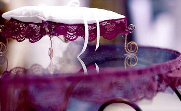 столик для росписи и подушечка для колец, аренда свадебного декора - фото 1563889 Организатор свадеб Глуш Ольга