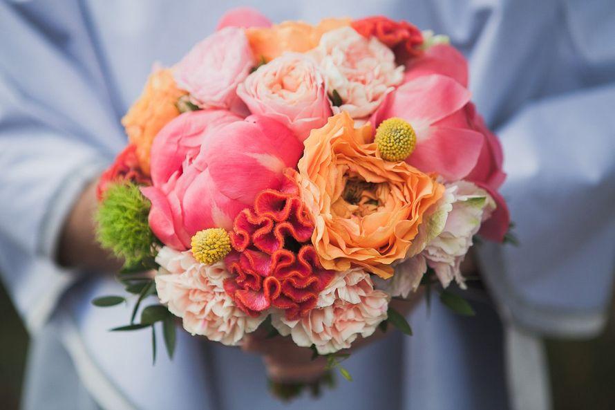Свадебные букеты из оранжевых пионовидных роз