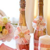 стол молодых розовый золотой декор шампанского