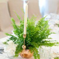 медные подсвечники и вазы в декоре свадьбы