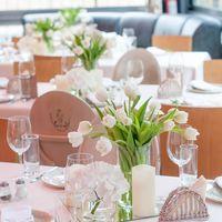 композиция с тюльпанами на стол гостей