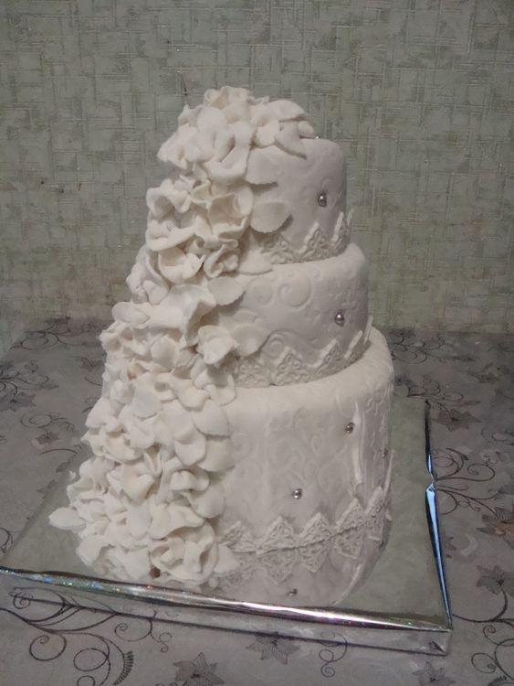 Свадебный торт на 3-3, 5 кг фото