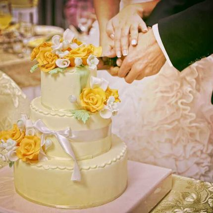 Свадебный торт с цветами, цена за 1 кг