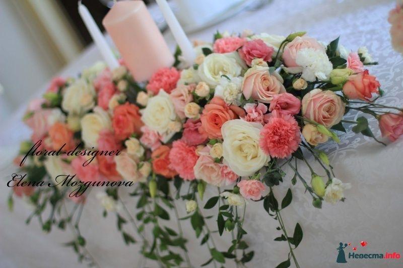 Композиция из цветов на стол молодоженов