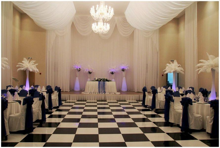 """Шикарные стойки с подсветкой, перьями и цветами. - фото 1679859 """"Несен Студио"""" - свадьба продуманная до мелочей"""
