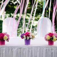 Цветочные композиции на столе молодоженов. Свадебное оформление на берегу Финского залива