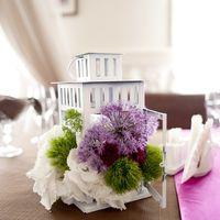 Цветочная композиция на столе гостей