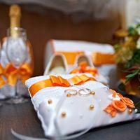 Подушечка для колец с оранжевыми лентами
