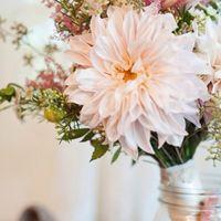 Букет невесты из астр и астильбы в розовых тонах