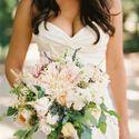 Букет невесты из роз и астр в розовых тонах