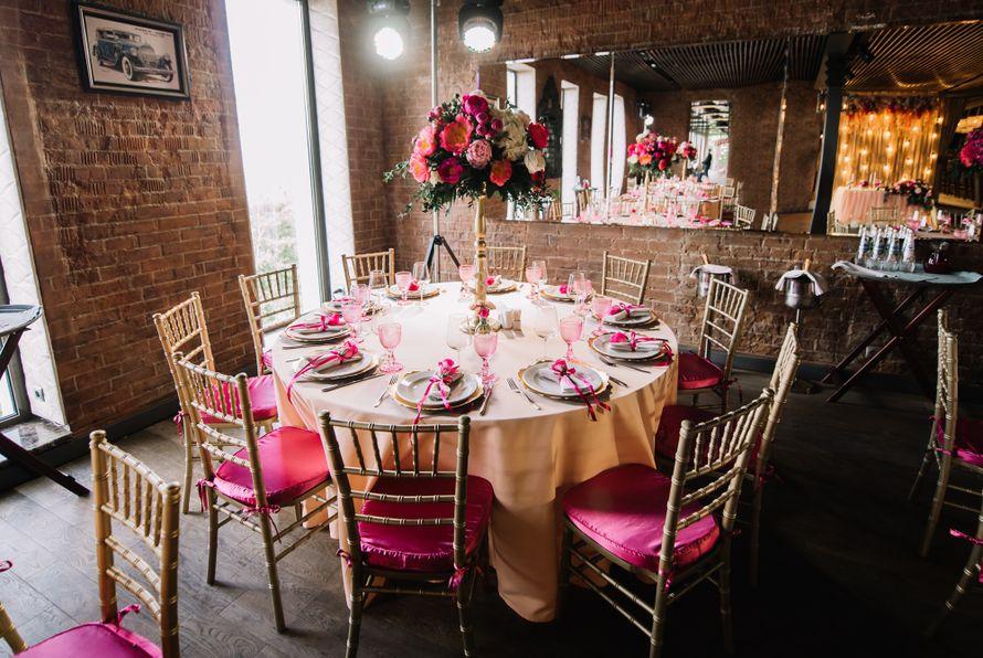 Оформление банкетного зала в ягодно-малиновых цветах - фото 17313504 Premiumflor - декор и флористика