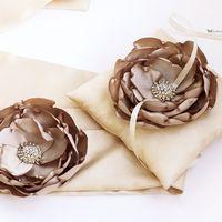 Комплект свадебных аксессуаров: подушечка для колец и пояс для платья невесты