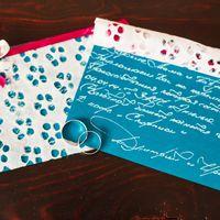Пригласительные сделаны невестой, подписаны женихом :)