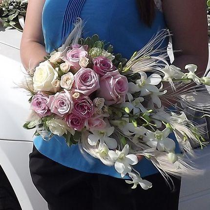 Букет невесты с розами и орхидеей Дендробиум