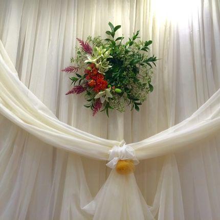 Цветочный подвес-украшение фона стола молодоженов
