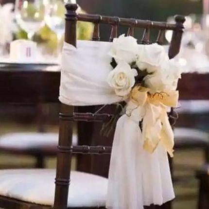 Декор стульев тканью и цветами