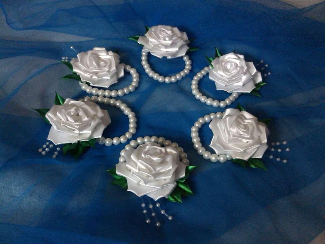 Цветы на руку из атласных лент подружкам невесты