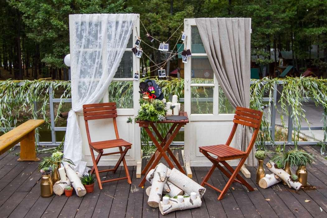 фотозона для гостей в стиле рустик - фото 3311579 DIAMANTE-deco студия свадебного дизайна