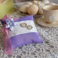 Сиреневая подушечка для колец с цветком