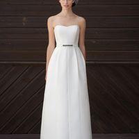 Amadeo: прямое платье с выстроченной юбкой и плавной линией корсета для непринужденного и свободного свадебного образа. Ткани: сатин-микадо Цвет платья: белый, небесный, жемчужный, кремовый Идея: Пояс на платье может быть исполнен в Вашем любимом цвет