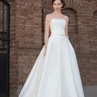 Axoime: классическое свадебное платье в новом прочтении. Это платье нужно один раз примерить чтобы оценить его в полной мере. Идеальный корсет, великолепная текстура ткани, умеренно пышная юбка, вариации декора пояса – это только малая часть преимуществ э